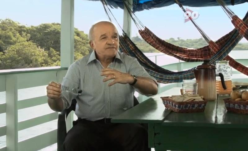 O governador José Melo gravou seu primeiro programa de TV para a propaganda eleitoral dentro de um barco (Foto: Reprodução)