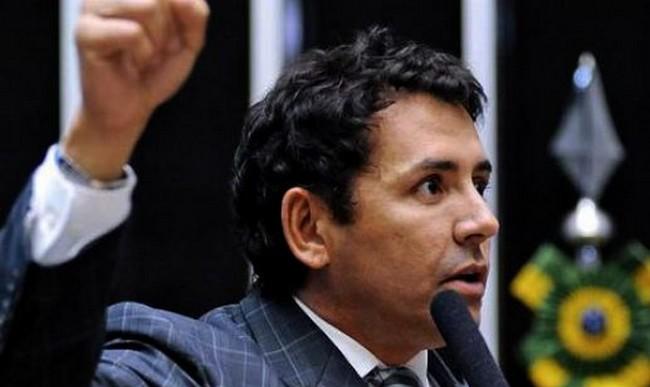 Sabino Castelo Branco disse estar a serviço do partido nos dias em que esteve ausente do plenário (Foto: Câmara dos Deputados)