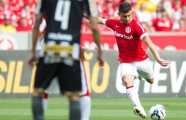 Alex fez o primeiro gol do Internacional com um chute de canhota (Foto: Divulgação)