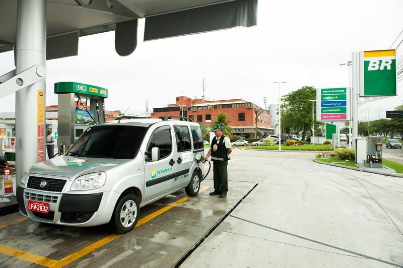 O uso do etanol só é vantajoso para o motorista se o preço for até 70% do preço da gasolina (Foto: Agência Petrobras)