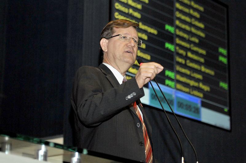 O deputado José Ricardo pediu investigação do Ministério Público e do Tribunal de Contas (Foto: Danilo Melo/ALE)