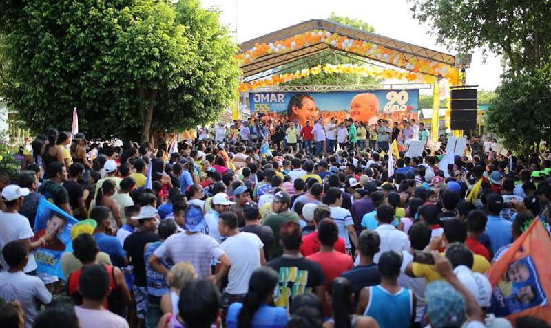 Antes de realizar comício em Coari, Melo passou pelos município de Alvarães e Uarini, na tarde deste sábado, em campanha eleitoral (Foto: Divulgação)