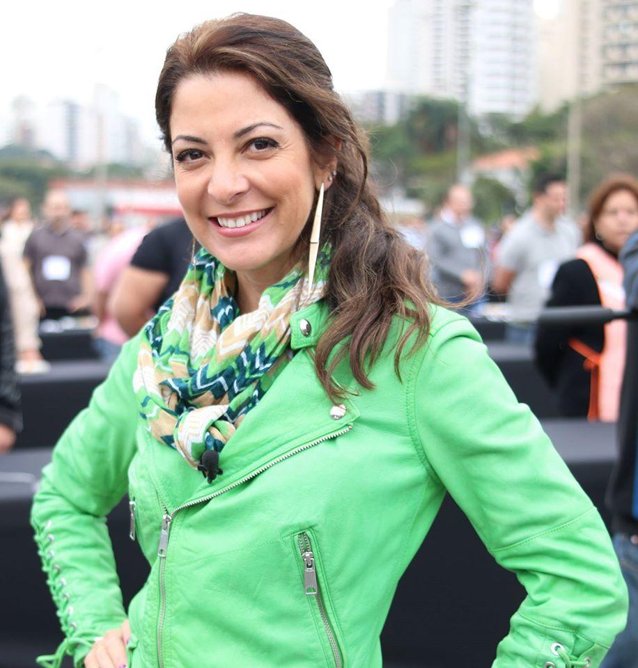 Ana Paula Padrão ressurge na tela da Band (foto: divulgação)