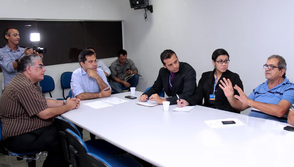 Decisão de realizar campanha para que a população retire moedas dos cofres foi tomada em reunião na Câmara Municipal (Foto: Robervaldo Rocha/CMM)