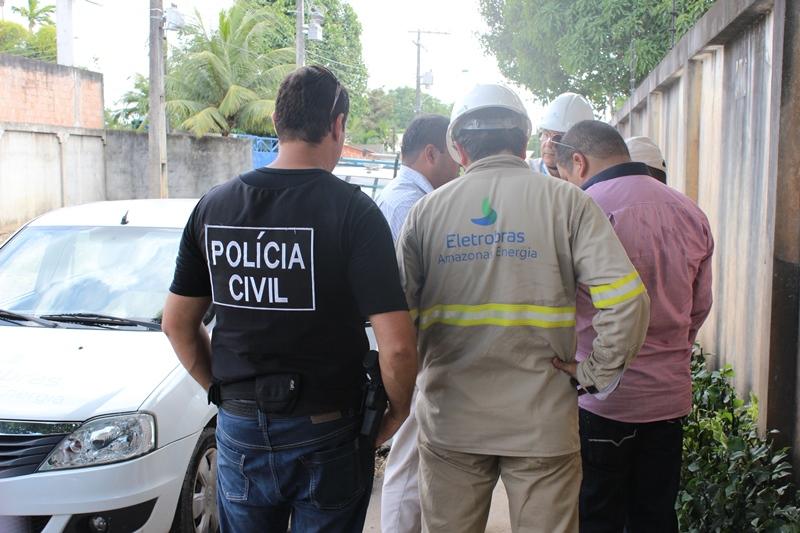Policiais civis e técnicos da Eletrobras Amazonas Energia notificaram quatro estabelecimentos por furto nesta quarta-feira (Foto: Divulgação/PC)