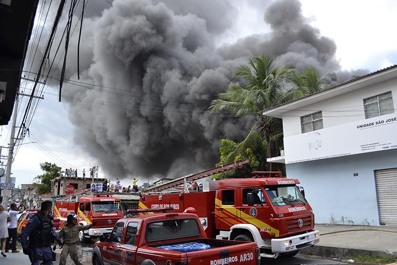 Incendio deposito 8