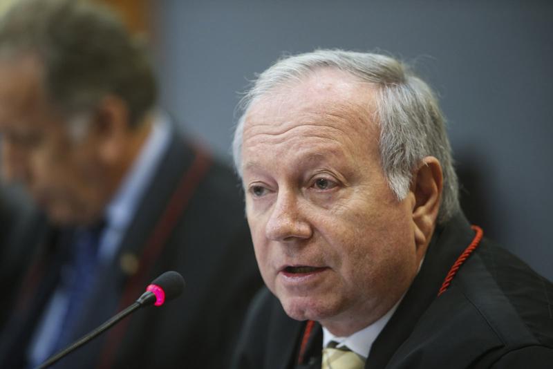 O desembargador João Simões desmontou um a um os argumentos do MP-AM que justificavam o pedido de intervenção em Coari (Foto: Raimundo Valentim/TJAM)