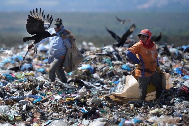 Lixões deveriam ter sido extintos no mês passado, conforme prazo determinado na Política Nacional de Resíduos Sólidos (Foto: Edilson Rodrigues/Agência Senado)