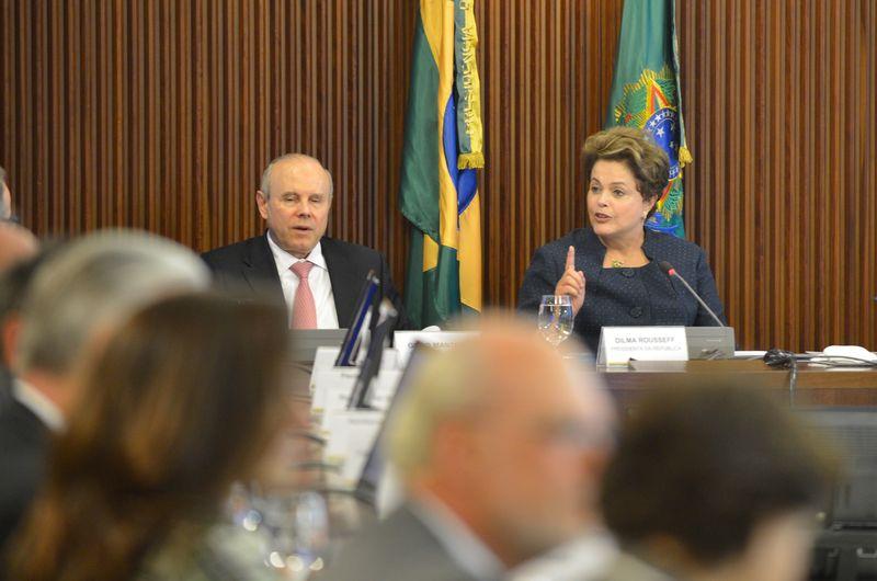 """O atual ministro Guido Mantega foi """"demitido"""" pela presidente Dilma Rousseff antes do início da campanha eleitoral (Fofo: Fabio Rodrigues Pozzebom/Agência Brasil)"""
