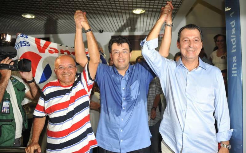 José Melo, Eduardo Braga e Omar Aziz estavam assim em 2010, unidos pela mesma causa: a reeleição de Omar (Foto: Chico Batata/Agecom)