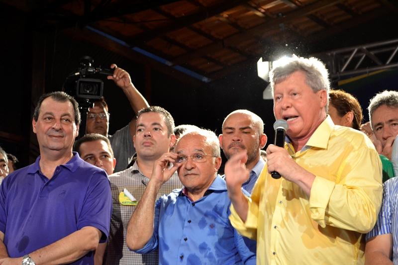 O convênio firmado pelo governo do Estado com a Prefeitura de Manaus levou Arthur a declarar apoio à reeleição de José Melo (Foto: Valmir Lima)