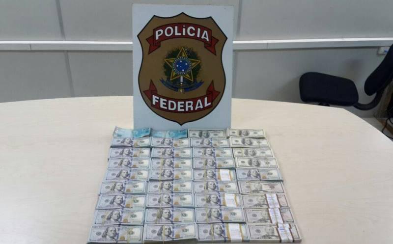 Dinheiro estava acomodado no fundo de uma mala e empacotado a vácuo, segundo o delegado Rafael Caldeira (Foto: Divulgação/PF)