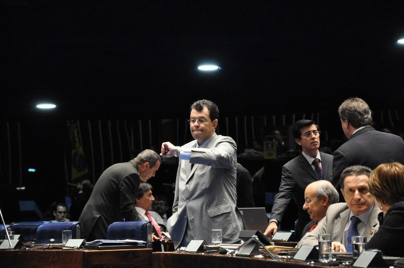 O senador Eduardo Braga teve o nome citado por jornalista de economia como escolhido do PMDB para o cargo de ministro de Minas e Energia (Foto: Agência Senado)