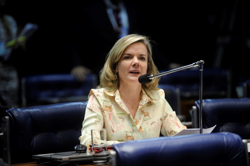 Em carta lida por Gleisi Hofmann, Lula critica ministro Edson Fachin
