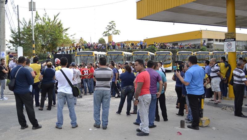 Greve dos Rodoviários realizada no dia 7 de abril deste ano deixou a população de Manaus sem opção de transporte coletivo (Foto: Valmir Lima)