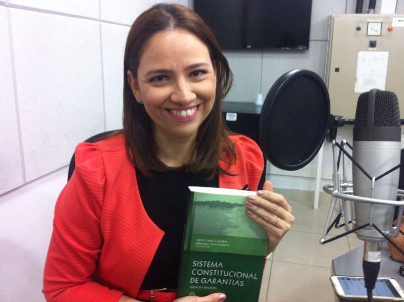 Luziane Figueiredo participa da obra com um artigo sobre