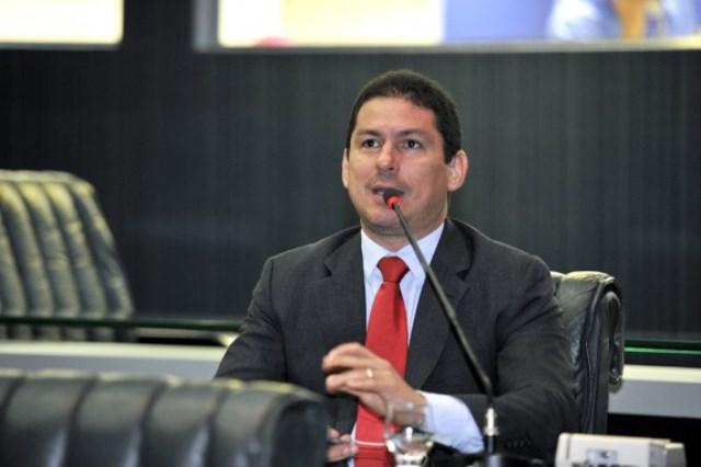 Marcelo Ramos quer impedir a aprovação dos dois projetos e chamou os responsáveis para discutir com os deputados a necessidade e a legalidade deles (Foto: Alberto César Araújo/ALE)