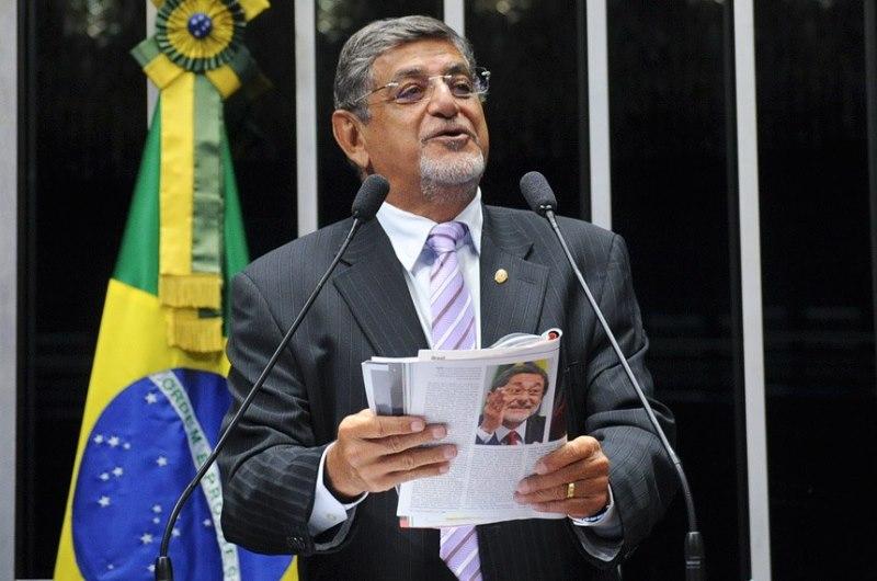 O senador Mário Couto