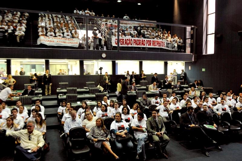 Servidores da Suframa compareceram em massa à cessão de tempo na Assembleia Legislativa, na manhã desta quarta-feira (Foto: Alberto César Araújo/ALE)