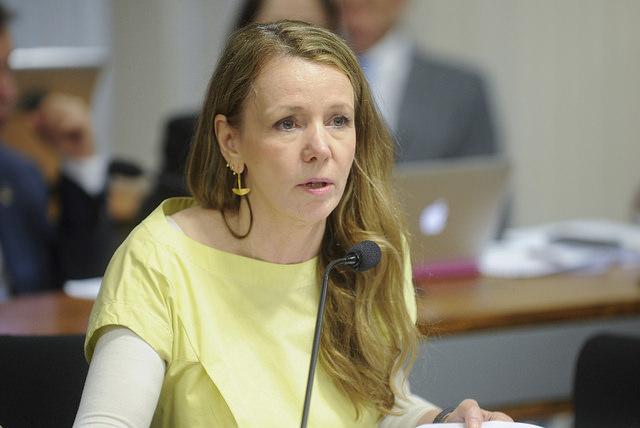 Vanessa Grazziotin critica atuação da polícia durante caravana de Lula