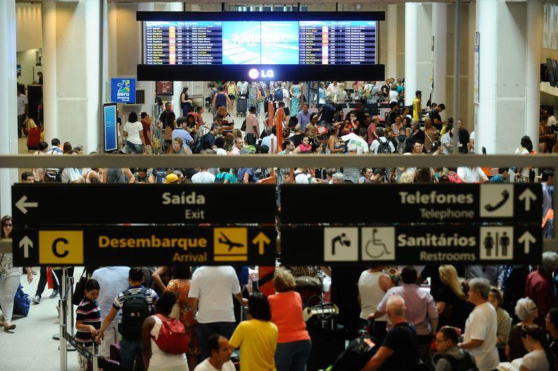 Movimento nos aeroportos se intensificaram desde a semana passada, com a proximidade das festas de fim de ano (Foto: Tânia Rêgo/Agência Brasil