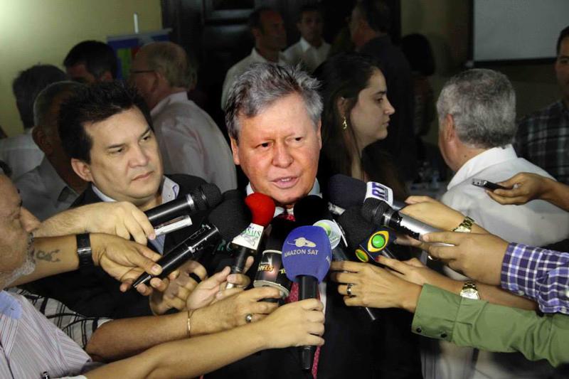 Professor que a abertura de inquérito civil para apurar a responsabilidade do prefeito Arthur Virgílio Neto por ter proposto e aplicado lei inconstitucional (Foto: Divulgação/Semcom)