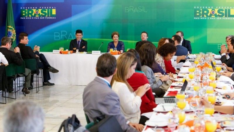 A presidente Dilma Rousseff recebeu jornalistas no Palácio do Alvorada para um café da manhã nesta segunda-feira (Foto: Roberto Stuckert Filho/PR)