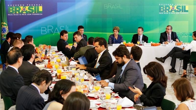 Presidente também defendeu a presidente da Petrobras, Graça Foster, e disse que não é necessário ela deixar o cargo (Foto: Roberto Stuckert Filho/PR)