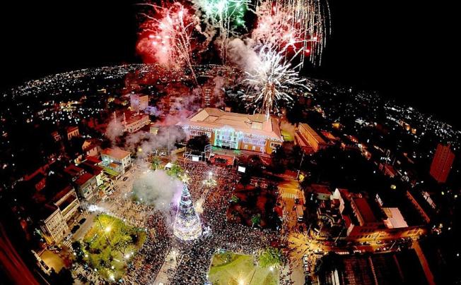 O principal evento das festividades realizadas pela SEC é o espetáculo Glorioso, na noite de Natal, no entorno do Teatro Amazonas (Foto: Chico Batata/Agecom)