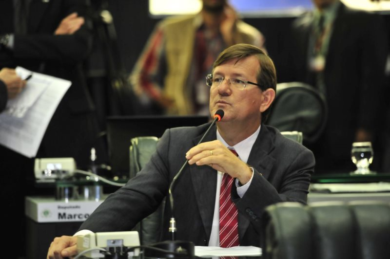 José Ricardo afirma que o governo ameaça não ratear o dinheiro do Fundeb com a alegação de que comprou tablets para os professores (Foto: Alberto Cesar Araújo/ALE)
