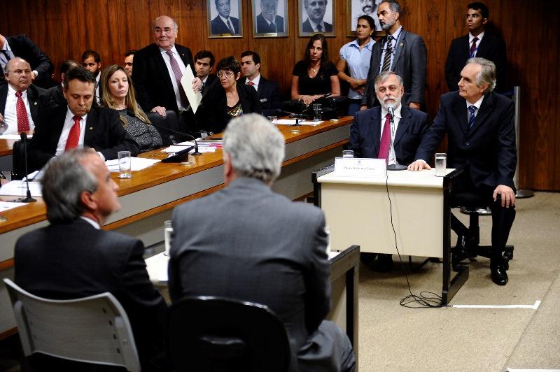 Paulo Roberto Costa e Nestor Cerveró ficaram frente a frente nesta terça-feira na CPMI da Petrobras, mas os trabalhos foram suspensos (Foto: Jefferson Rudy/Agência Senado)