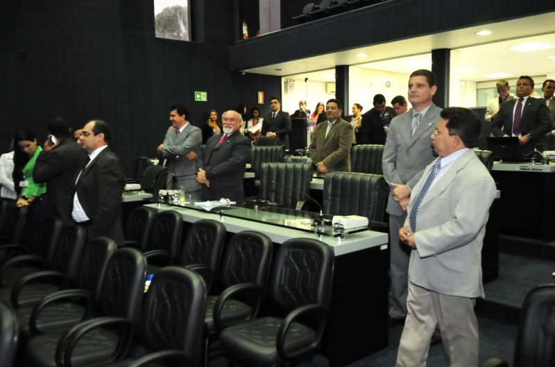 Ato de promulgação da Emenda à Constituição Estadual que institui a comissão de transição para a troca de prefeitos e governador no Estado do Amazonas (Foto: Danilo Mello/ALE)