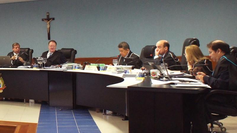 O auditor Alípio Firmo Filho (à direita) é o autor da proposta de pagamento retroativo a cinco anos do auxílio-moradia aos membros do TCE (Foto: Socorro Lins/TCE)