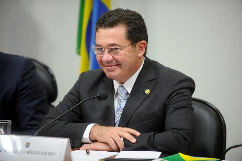 Senador Vital do Rego foi sabatinado na Comissão de Assuntos Econômicos e teve o nome aprovado em plenário nesta terça (Foto: Marcos Oliveira/Agência Senado)