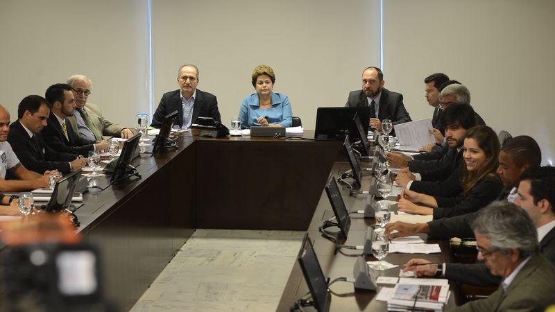 Em julho deste ano, representantes do Bom Senso Futebol Clube apresentaram sugestões à presidente Dilma Rousseff para a Lei de Responsabilidade Fiscal do Esporte (Foto: Valter Campanato/Agência Brasil)