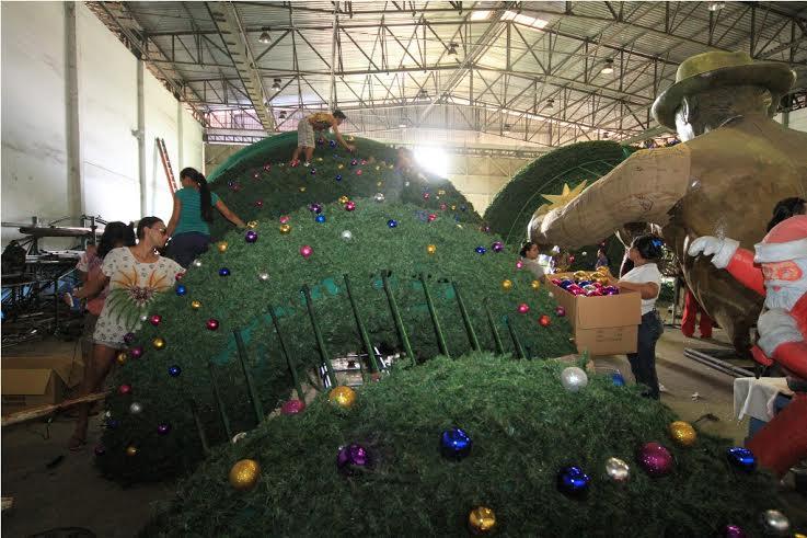decoracao arvore de natal reciclavel : decoracao arvore de natal reciclavel:Decoração de Natal da Prefeitura de Manaus está sendo preparada em