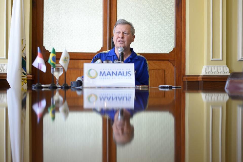 O prefeito afirmou que espera contar com o esforço dos secretários para economizar além da meta estabelecida (Foto: Divulgação/Semcom)