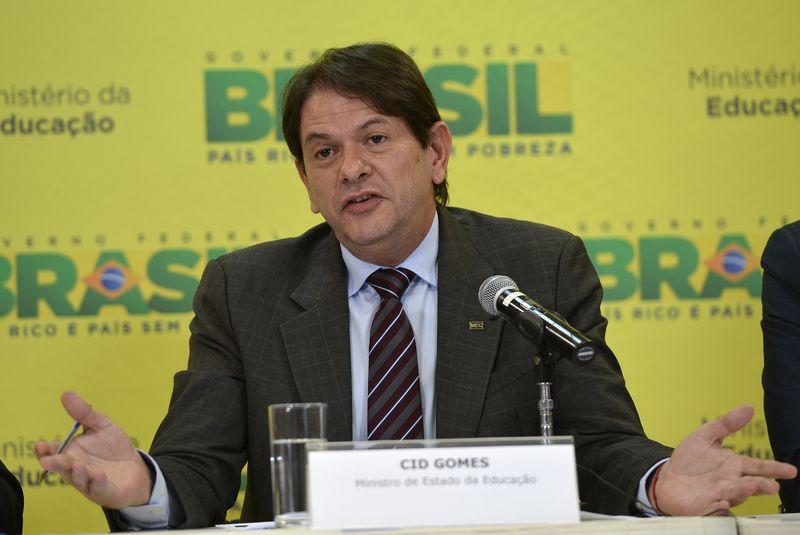 Cid Gomes foi escolhido pela presidente Dilma para o Ministério da Educação na tentativa fortalecer a aliança com o Pros, mas o partido não se sente contemplado com a escolha (Foto: Wilson Dias/Agência Brasil)