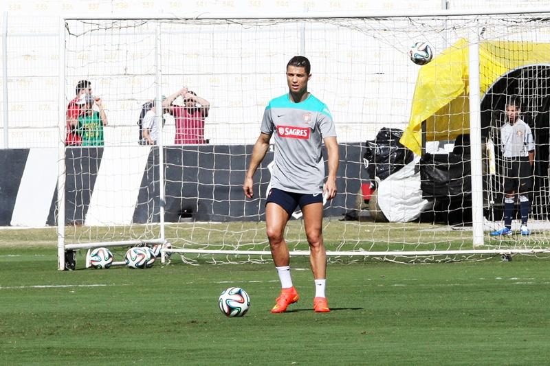 O jogador português concorreu com o argentino Messi e o goleiro alemão