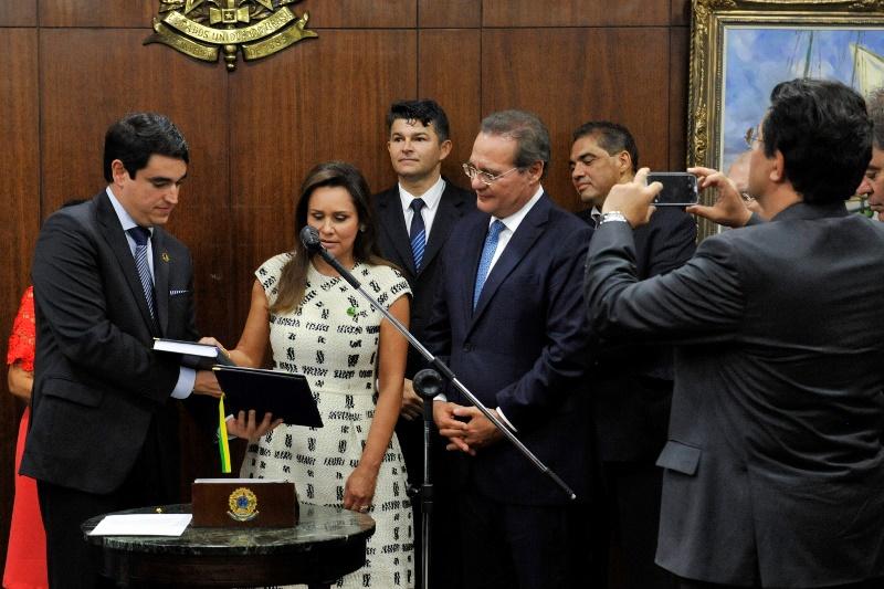 A primeira suplente do Senador Eduardo Braga, que foi para o Ministério de Minas e Energia, assumiu a vaga no Senado nesta quinta-feira (Foto: Jonas Pereira/Agência Senado)