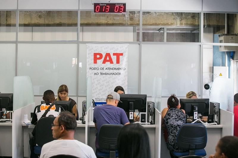 Até o momento, as buscas culminaram na apreensão R$ 127 mil, uma arma, carros, documentos e remédios não autorizados (Foto: Edson Lopes)