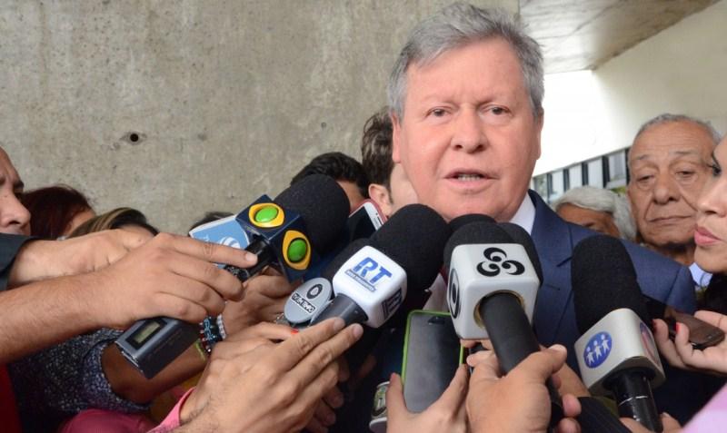 O prefeito de Manaus acusa o ministro Eduardo Braga de