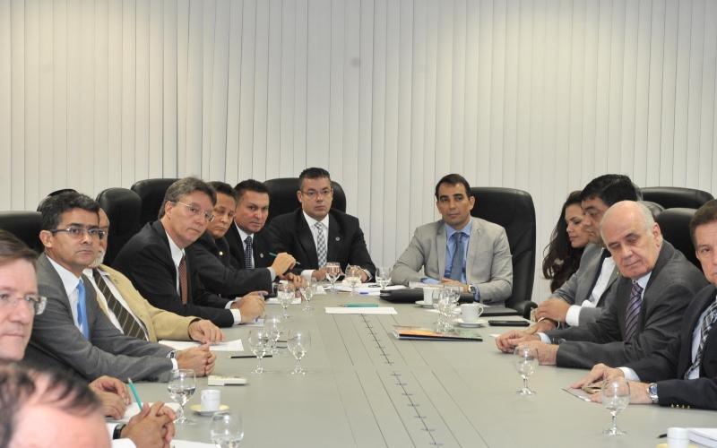 A discussão sobre a adesão do MP-AM, TCE e TJAM ao fundo único de previdência dos servidores público do Estado foi iniciada em reunião de deputados com o procurador-geral de Justiça, Fabio Monteiro, na semana passada (Foto: Alberto César Araújo/ALE)