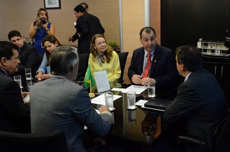 O senador Omar Aziz atuou como coordenador da bancada do Amazonas, sem ter sido escolhido como tal, na reunião com o ministro Gilberto Occhi (Foto: Divulgação)
