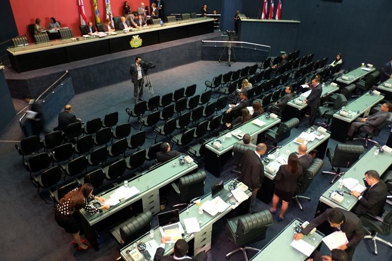 Deputados da ALE podem contratar mais que o dobro de assessores que os deputados de Brasília (Foto: Danilo Mello/ALE)