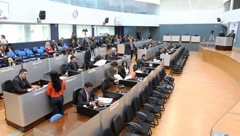 Os vereadores terão que refazer o trabalho por não terem atentado para os artigos da Constituição (Foto: Tiago Corrêa/CMM)
