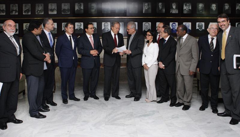 Representantes da CNBB entregaram um documento ao presidente do STF, Ricardo Lewandowsck, para que apresse o julgamento da ação (Fofo: Felipe Sampaio/STF)