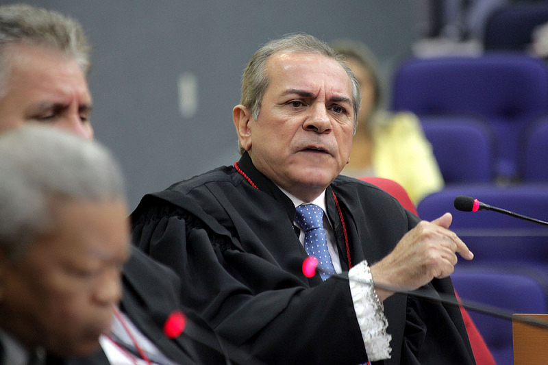 Joao Mauro Bessa by Mario Oliveira