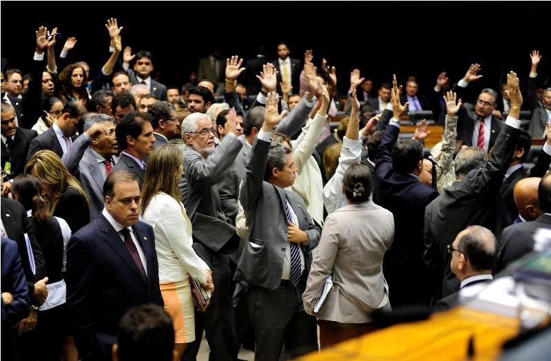 A votação contrária à orientação do governo é uma derrota para Dilma porque ela indicaria cinco novos ministros se a medida não for aprovada (Foto: Gustavo Lima/Câmara dos Deputados)