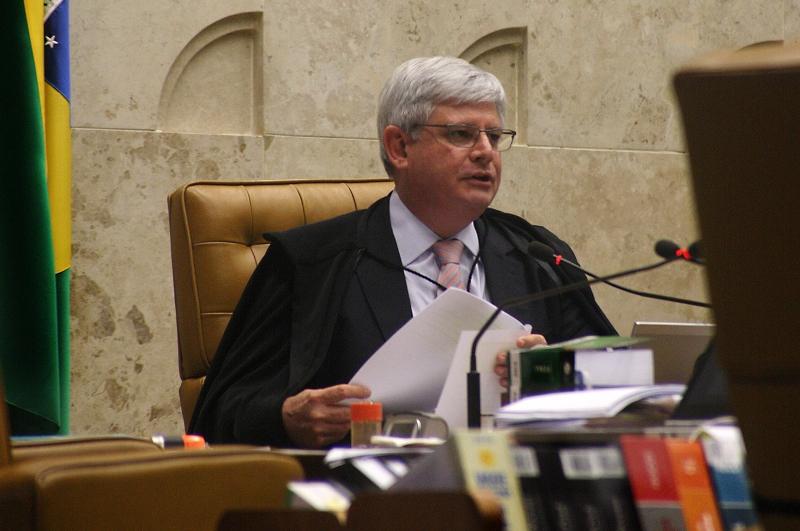 Rodrigo Janot entregou a lista com 54 nomes de políticos ao ministro Teori